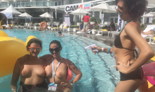 Bikinis, Nasse T-Shirts und heiße Frauen: XBIZ Miami Rückblick